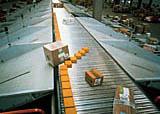 トリソートは、大型の荷物から薄物まで幅広い荷物の仕分けが可能です。